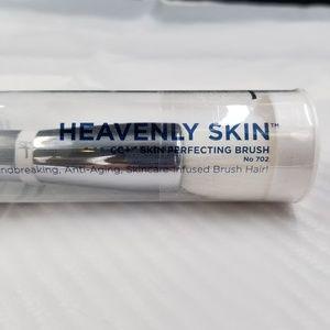IT Heavenly Skin - Skin Perfecting Brush #702